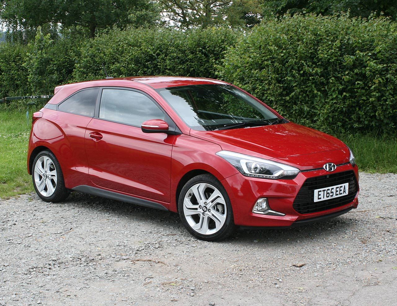 2016 hyundai i20 coupe 1 0 t gdi sport nav review photos. Black Bedroom Furniture Sets. Home Design Ideas