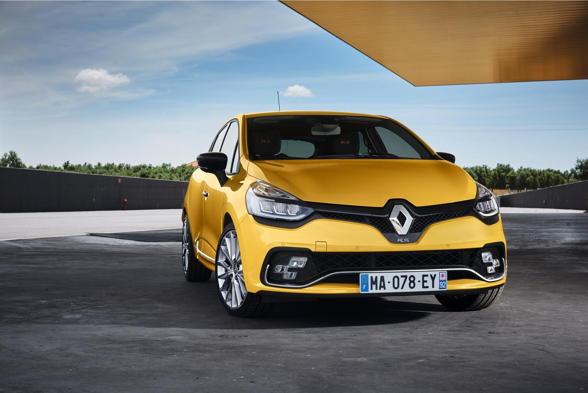 2017 renault clio renault sport photos cars uk. Black Bedroom Furniture Sets. Home Design Ideas