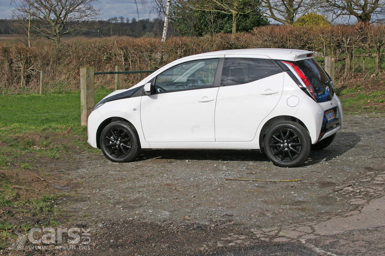 2017 toyota aygo x style review photos cars uk. Black Bedroom Furniture Sets. Home Design Ideas