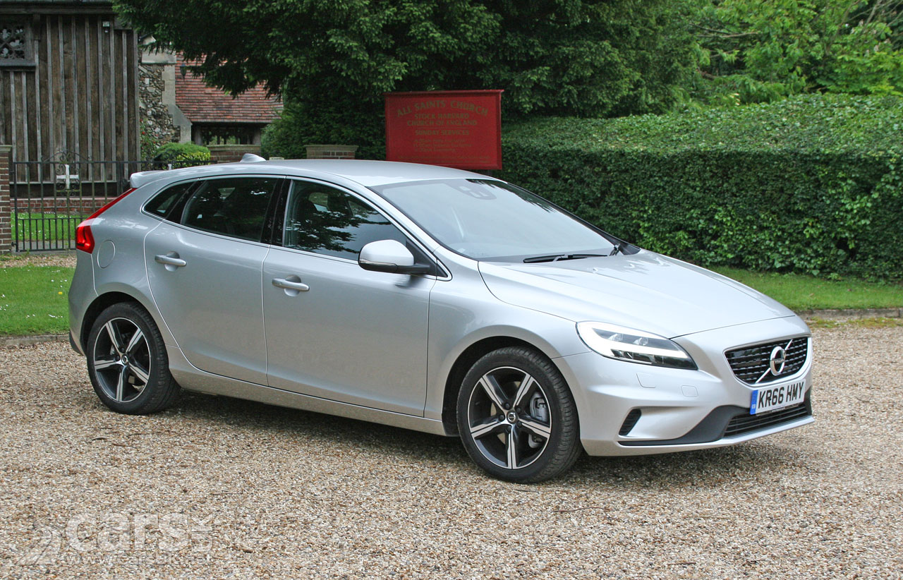 2017 volvo v40 d3 r design nav plus review photo gallery cars uk. Black Bedroom Furniture Sets. Home Design Ideas