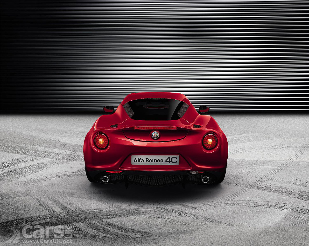 Alfa Romeo 4C production version in red top rear view image