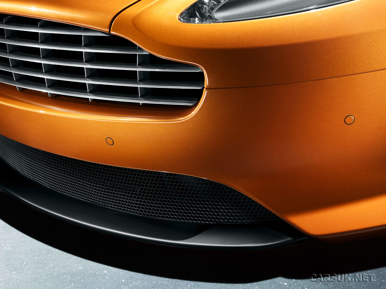 Aston Martin Virage Photo