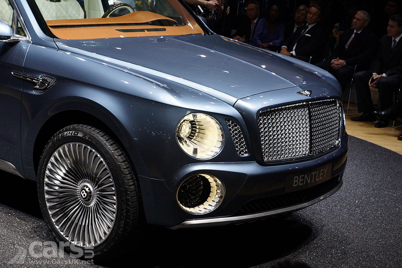 Bentley SUV Geneva 1