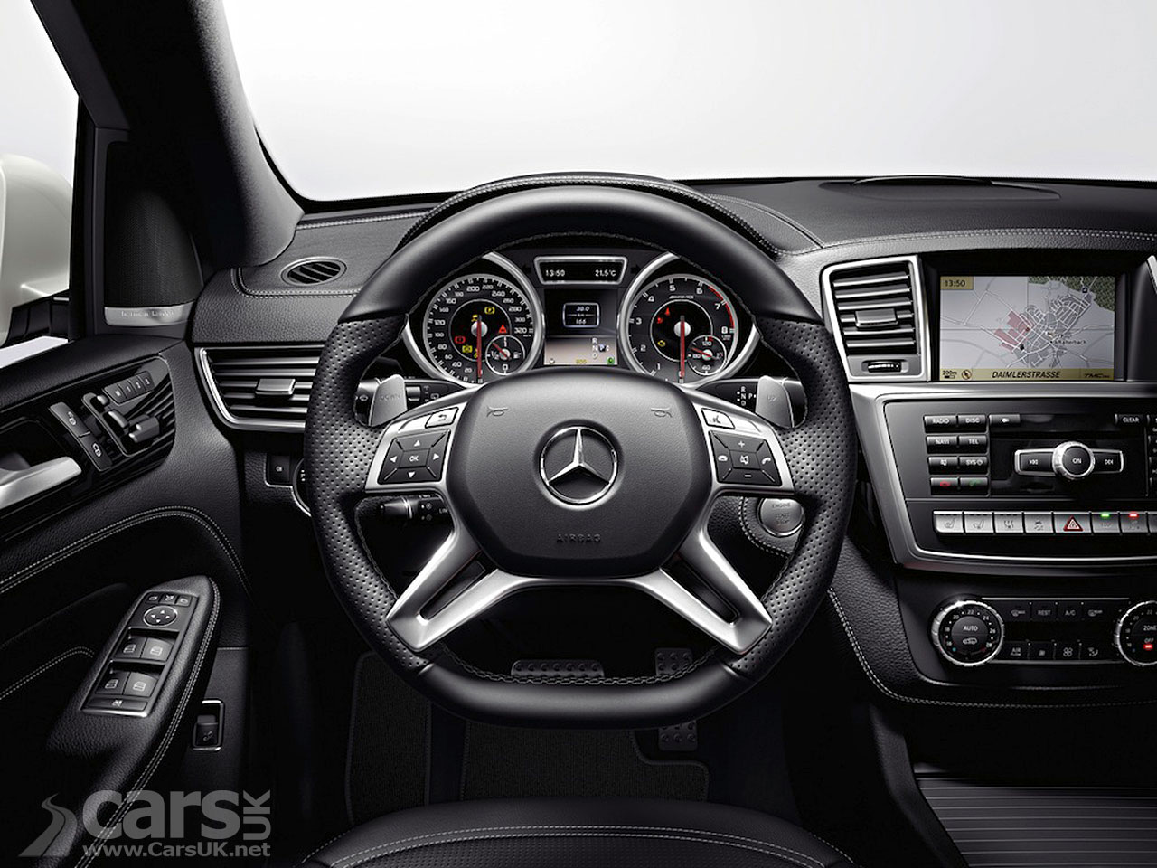 New Mercedes ML63 AMG (2012) 11