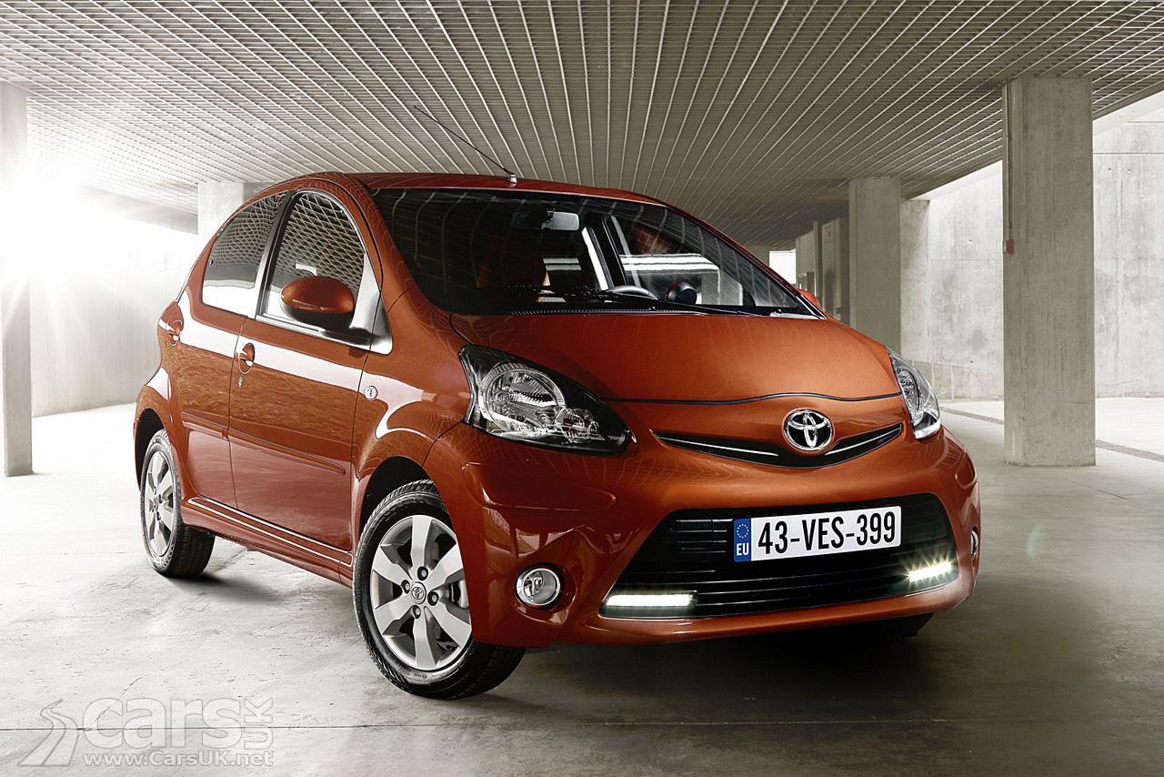 toyota aygo facelift 2012 photo gallery cars uk. Black Bedroom Furniture Sets. Home Design Ideas