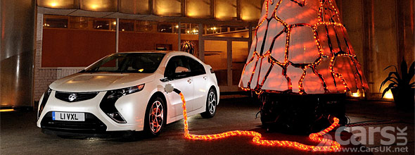 Photo Vauxhall Ampera and Christmas tree