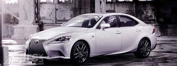 2013 Lexus IS white side view