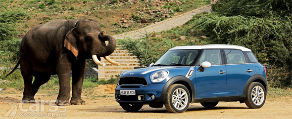 Photo MINI Countryman and Elephant India