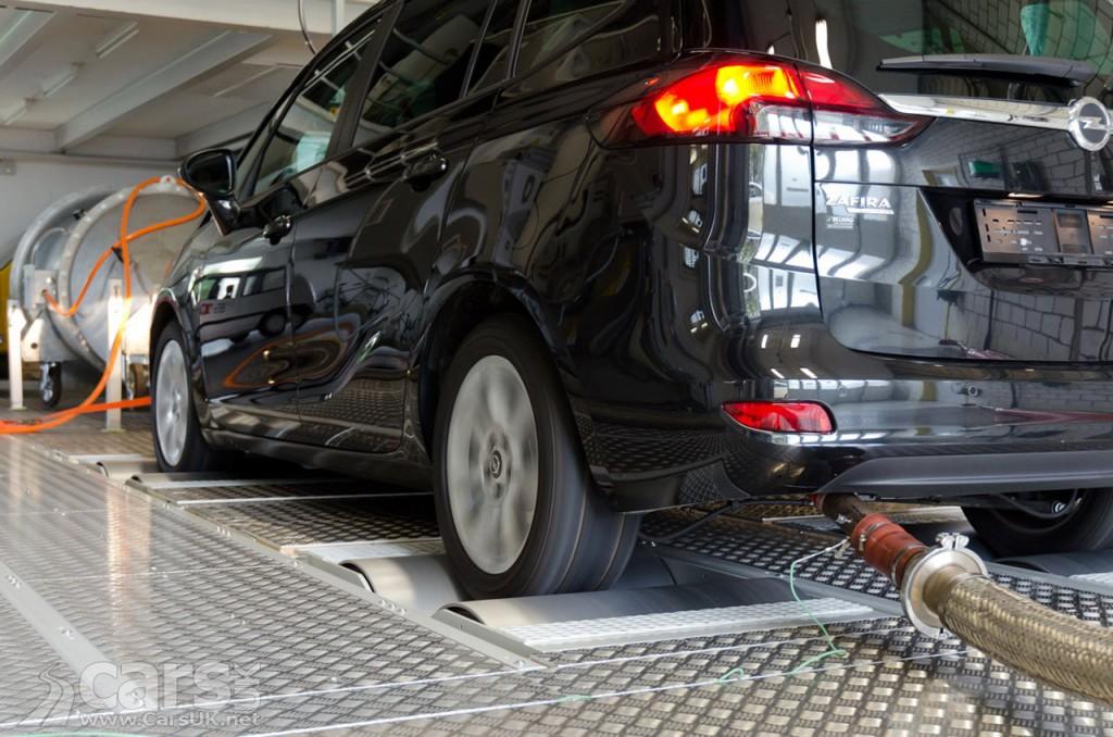 Photo Zafira 1.6 CDTi undergoing emissions tests in Berne