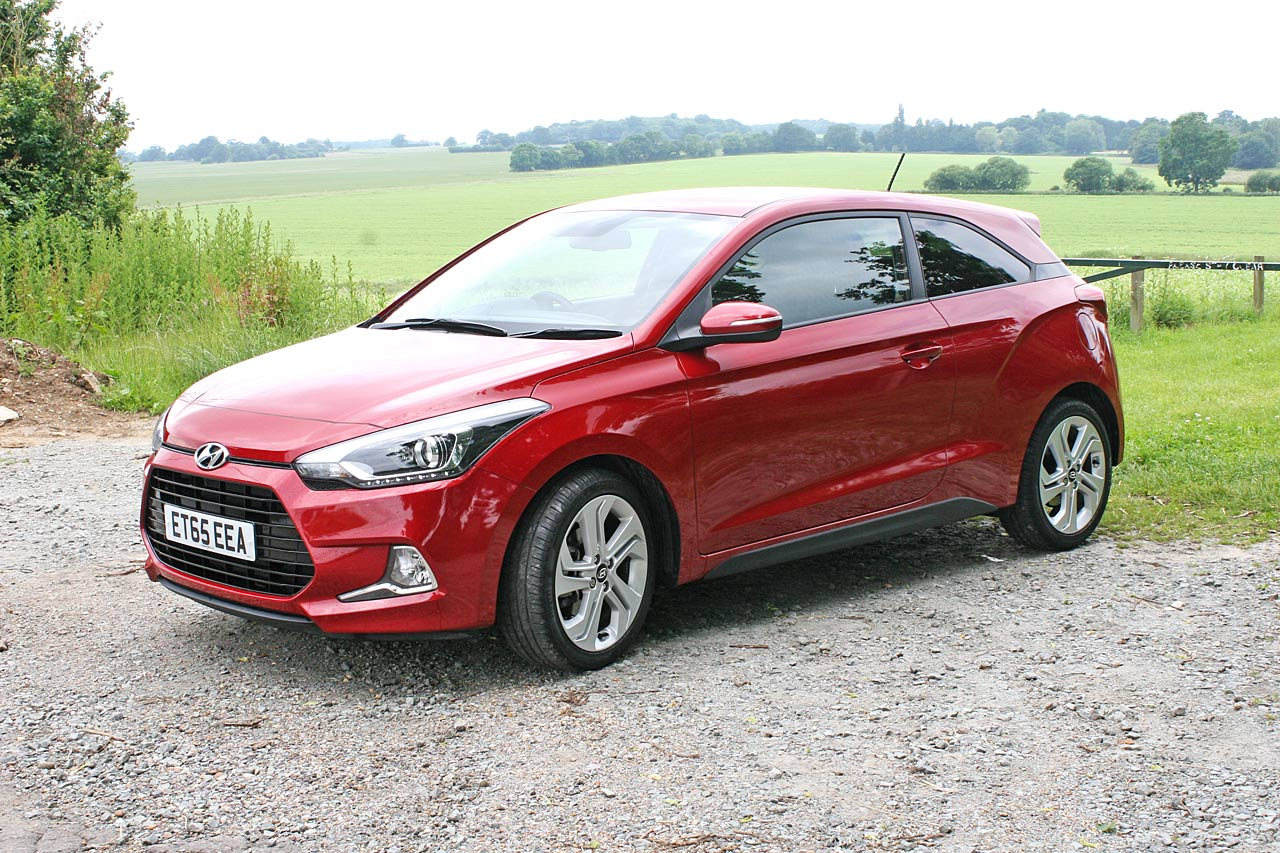 hyundai i20 coupe 1 0 t gdi sport nav review 2016 cars uk. Black Bedroom Furniture Sets. Home Design Ideas