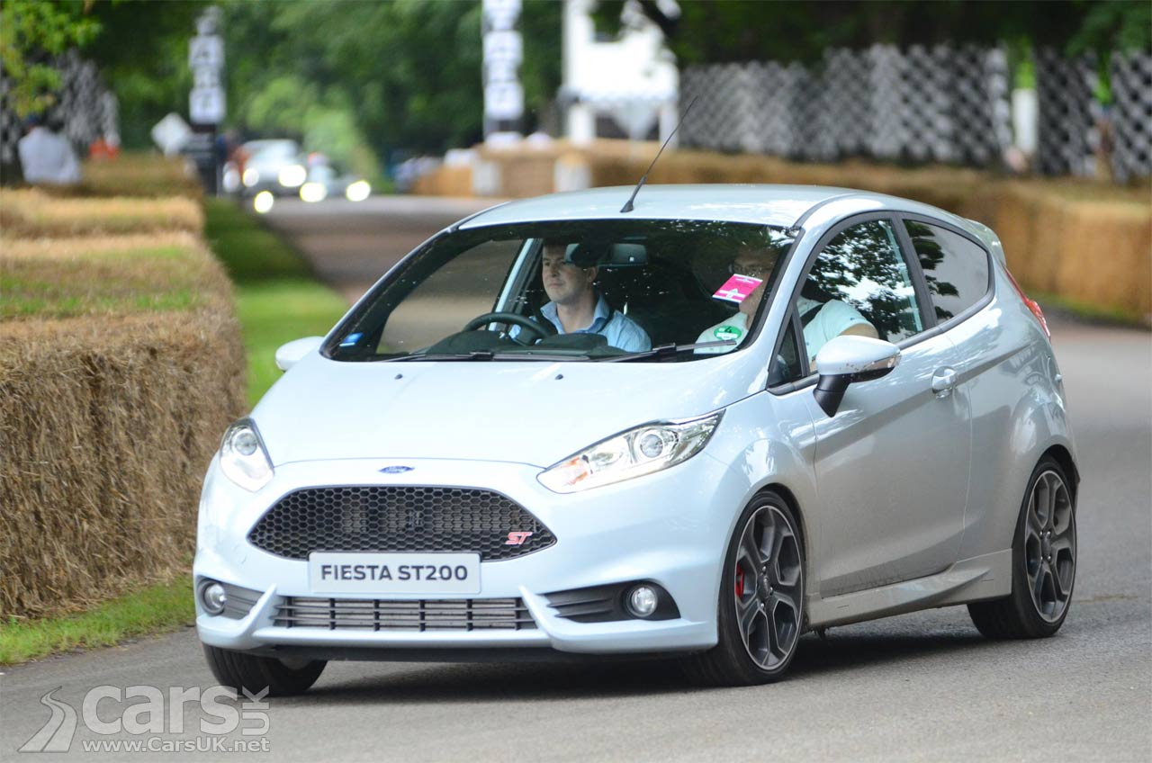 ford fiesta 40th anniversary brighton convoy headed by the fiesta st200 cars uk. Black Bedroom Furniture Sets. Home Design Ideas