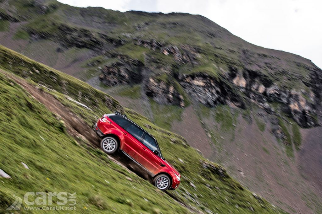 Photo Range Rover Sport tackles a downhill ski slope