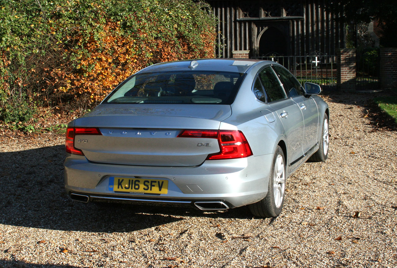 Photo Volvo S90 D4 Inscription Rear View