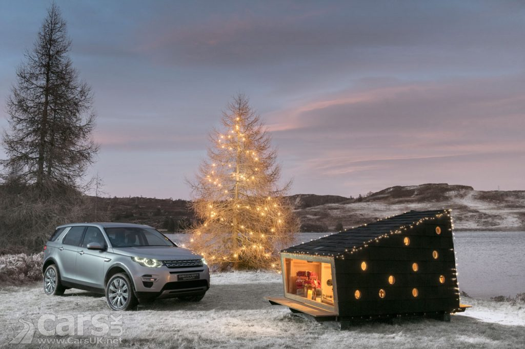 Photo Land Rover's custom SANTA Cabin