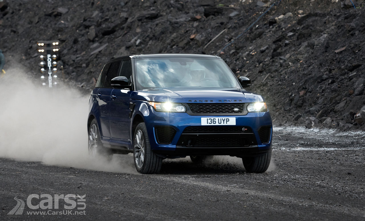 Photo Range Rover Sport SVR accelerating on gravel