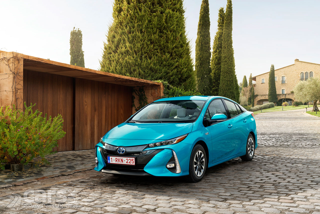 new toyota prius plug in costs from 34 895 in the uk for the prius business edition plus cars uk. Black Bedroom Furniture Sets. Home Design Ideas