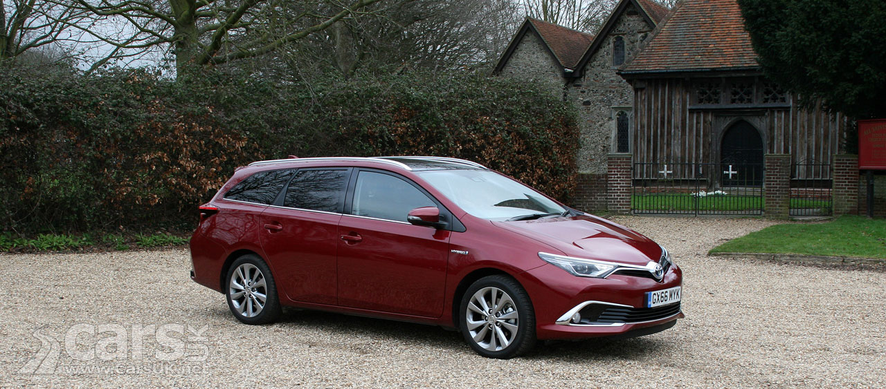 toyota auris excel touring sports review 2017 it 39 s the auris hybrid estate cars uk. Black Bedroom Furniture Sets. Home Design Ideas