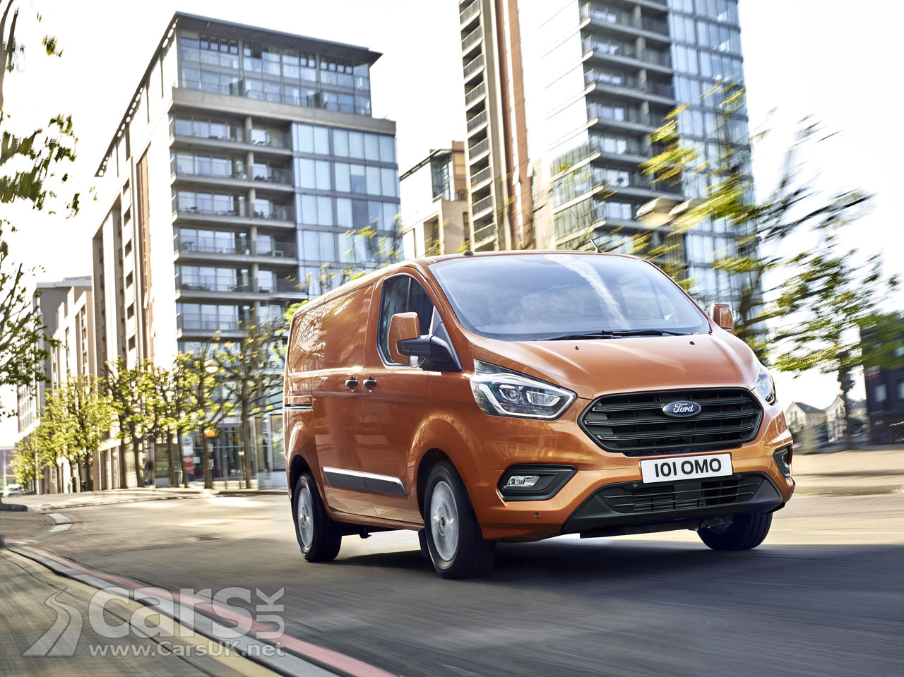2018 ford transit custom revealed and there 39 s a plug in hybrid transit on the way too cars uk. Black Bedroom Furniture Sets. Home Design Ideas