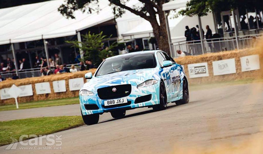 Photo Jaguar XJR 575 turns up at Goodwood