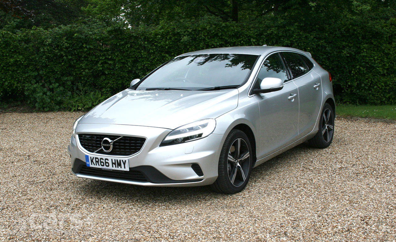 volvo v40 d3 r design nav plus review 2017 volvo 39 s outgoing 40 series reviewed cars uk. Black Bedroom Furniture Sets. Home Design Ideas