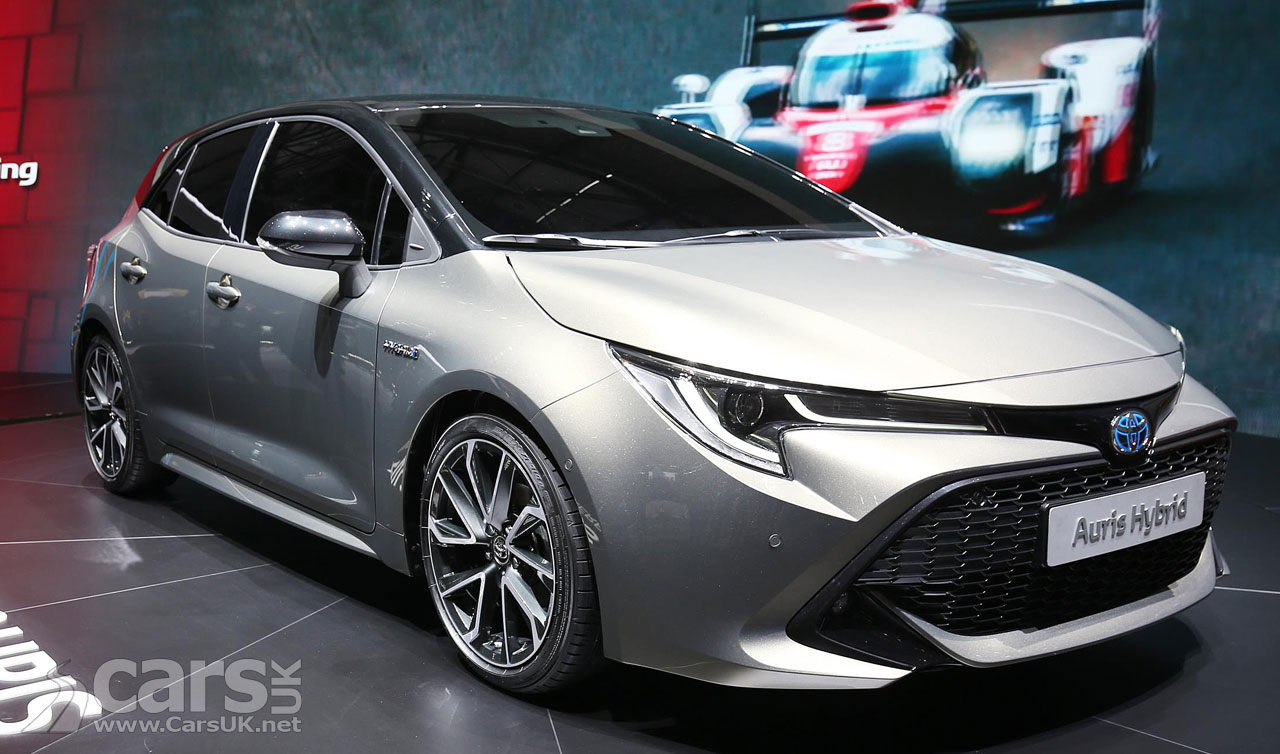 new toyota auris bigger better looking and new hybrid option cars uk. Black Bedroom Furniture Sets. Home Design Ideas