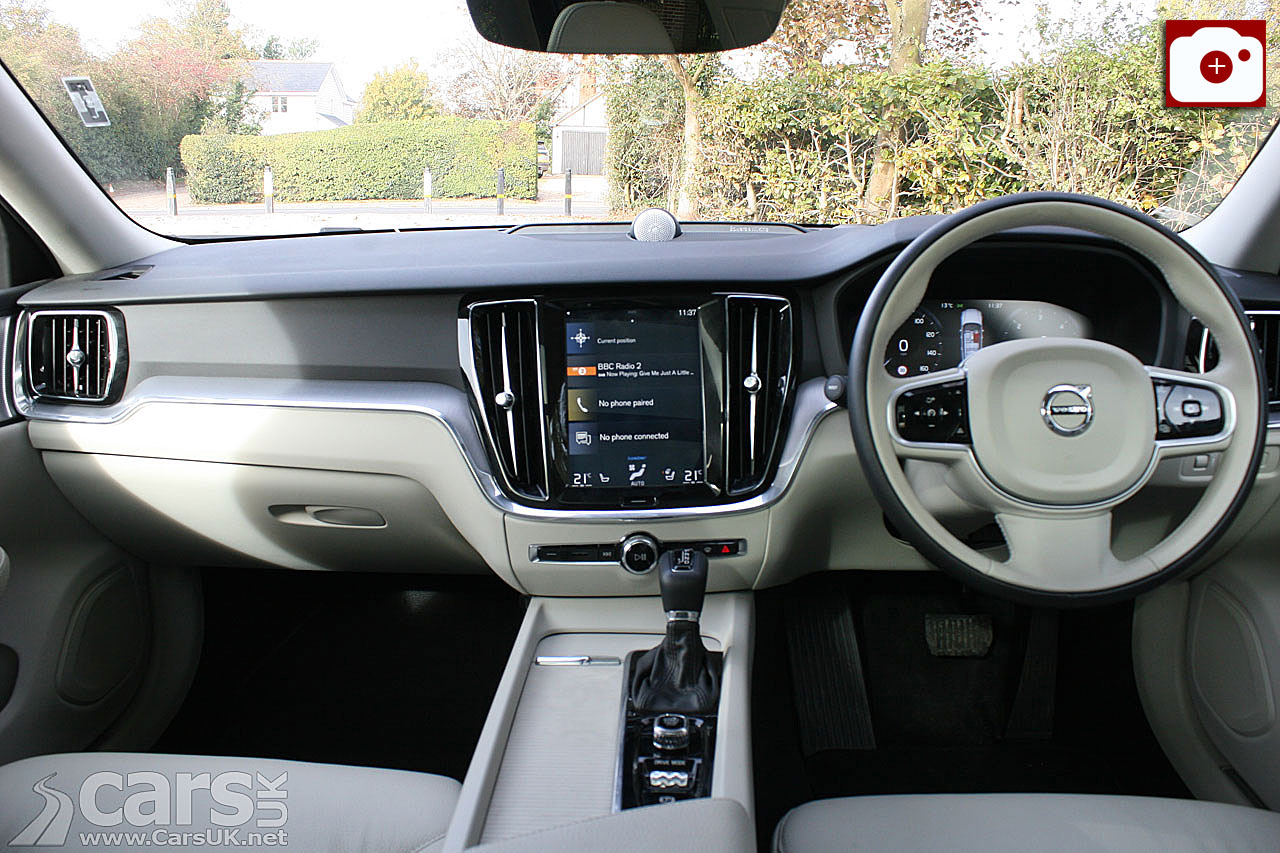 Volvo V60 D4 Momentum Pro Interior