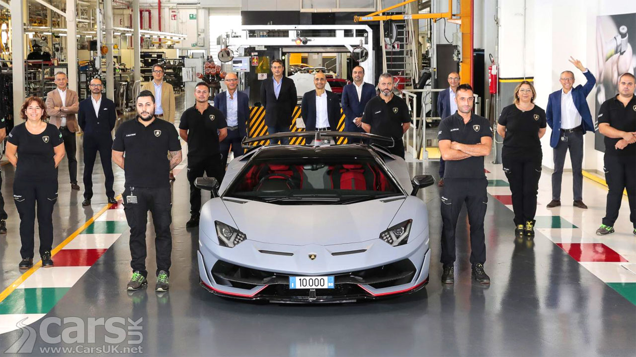 Photo 10,000th Lamborghin Aventador leaving factory