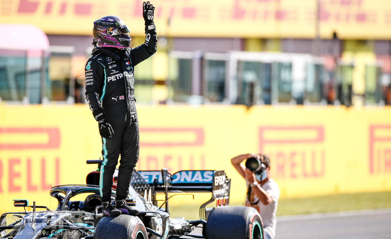 Photo Hamilton celebrates on pole for Tuscan Grand Prix