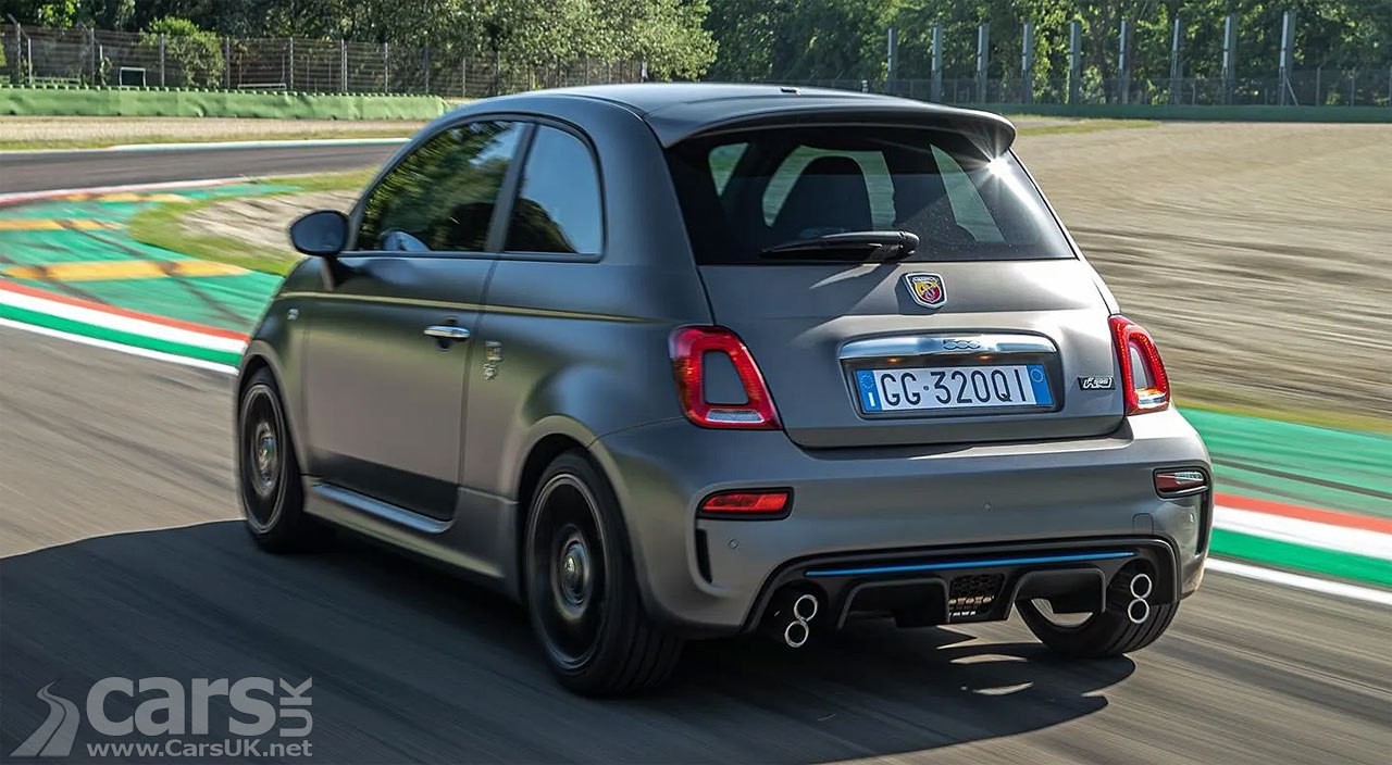 Photo Abarth F595 vertically stacked exhausts