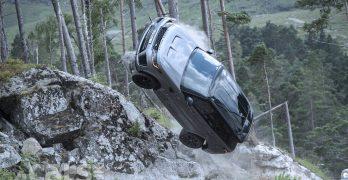 Photo Range Rover Sport SVR Bond stunt